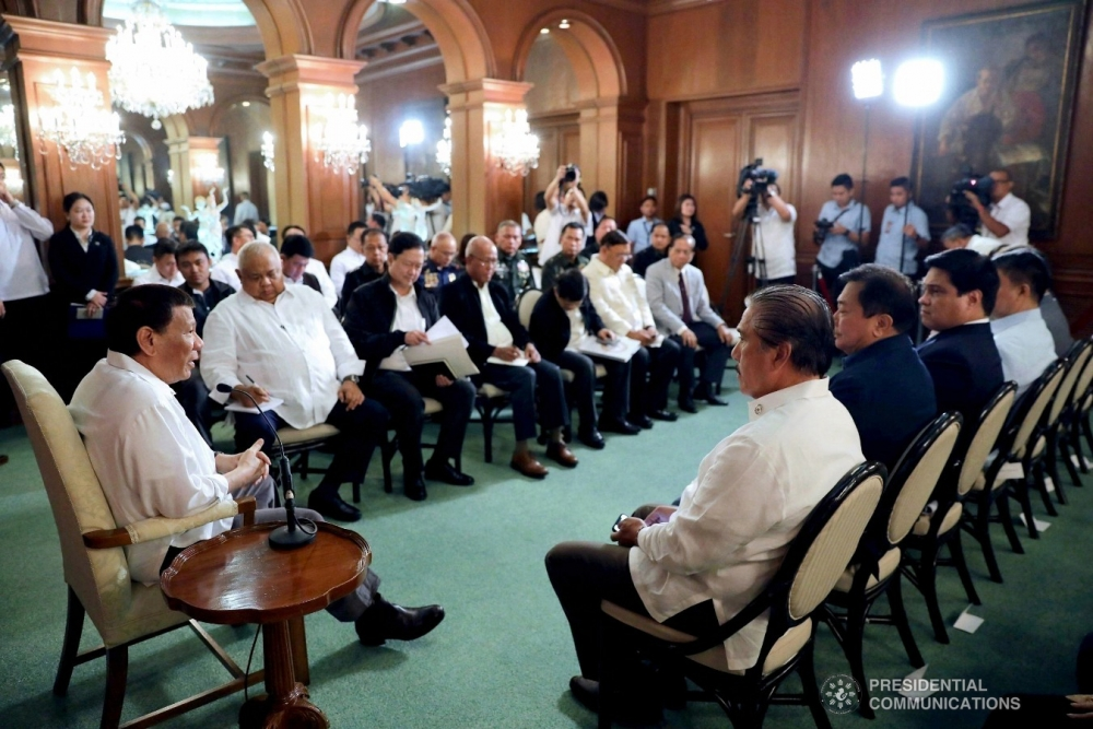 The clueless President and Palace cordon sanitaire